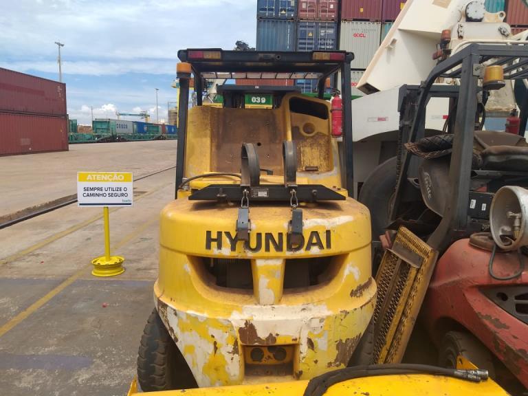 Empilhadeira Hyundai 40L 2011