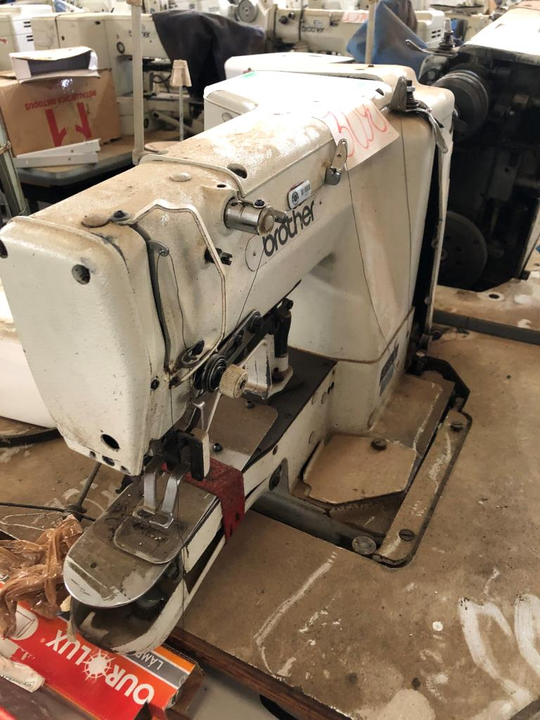 Conjunto de Máquinas de Costura Travete Convencional Brother Lk3-b430