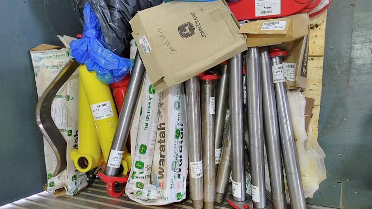 Aprox. 1523 peças de máquinas florestais Waratah e John Deere