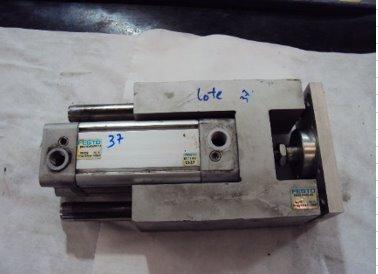 Cilindro Pneumático com Guia