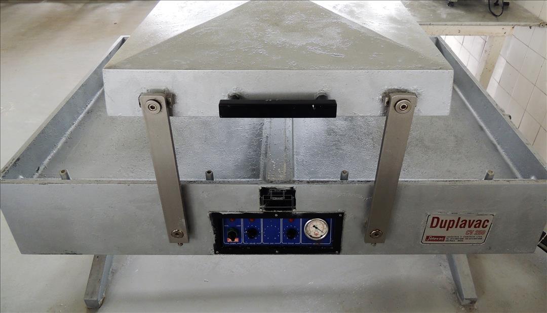 Máquina de Vácuo Selovac com Bomba
