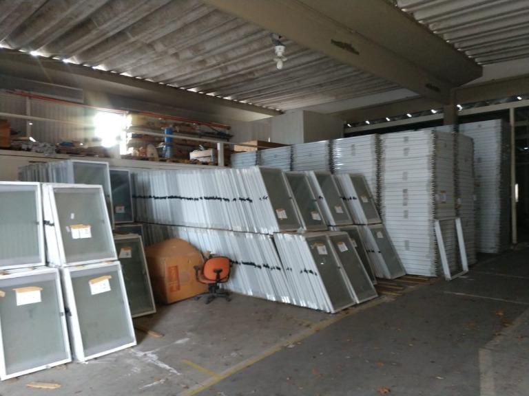 Aprox. 4.950 Un. de Esquadrias de Alumínio Diversas