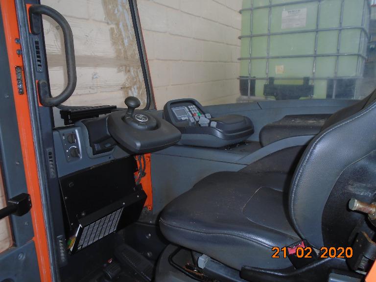 Empilhadeira BT Coldestore Elétrica Retrátil c/Cabine Toyota