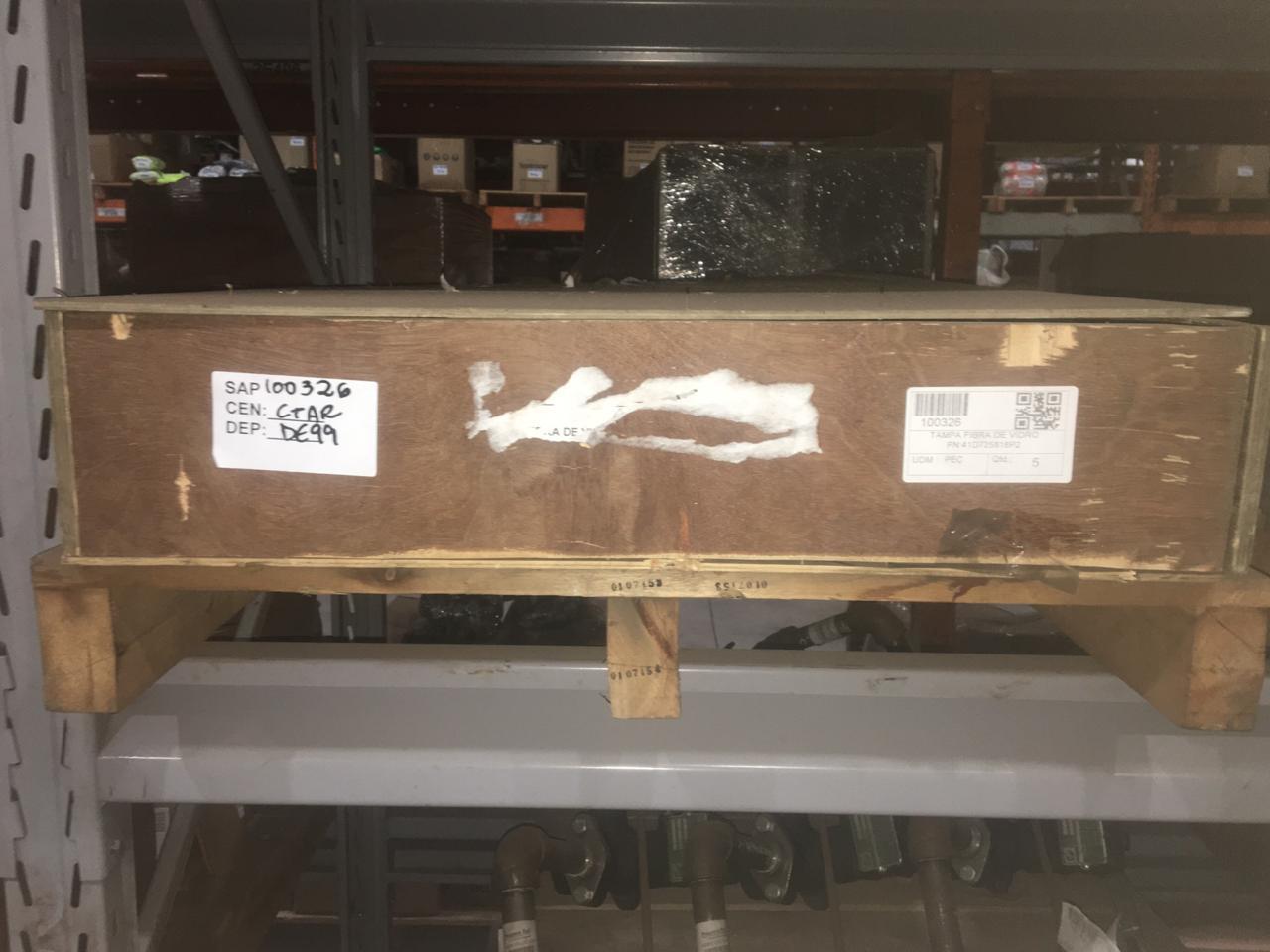 Tampa fibra de vidro pn:41d725818p2 aprox. 5 peças