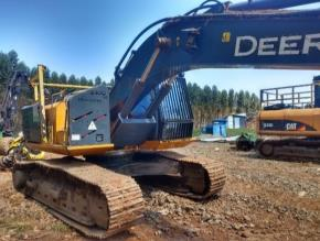 Harvester John Deere de Esteiras 210G 2014 com Implemento