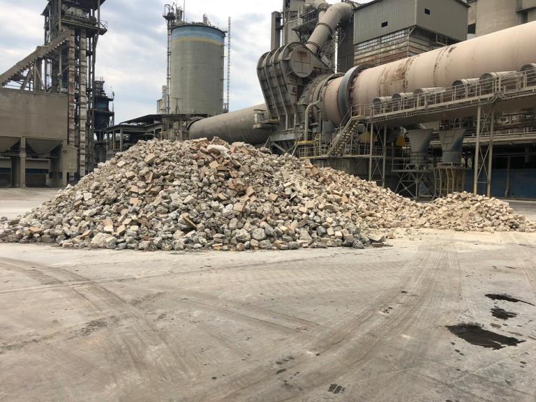 Sucata de Tijolos Refratários Santa Helena SP. aprox. 300 ton a gerar em 12 meses