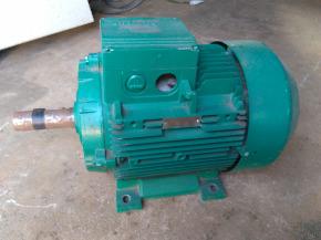Motor trifásico de Indução Gaiola - Siemens - 20 CV  3.525 RPM (Revisado)